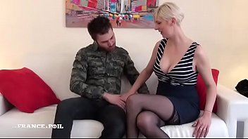 2016 entre cuisses ouvertes french les classic Joi small cock guy2